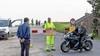 Motorrijders gaan actievoeren in Venhuizen tegen afsluiten populaire Zuiderdijk. 'Deze oplossing is een waterbed, drukte van motoren is straks elders in het dorp'