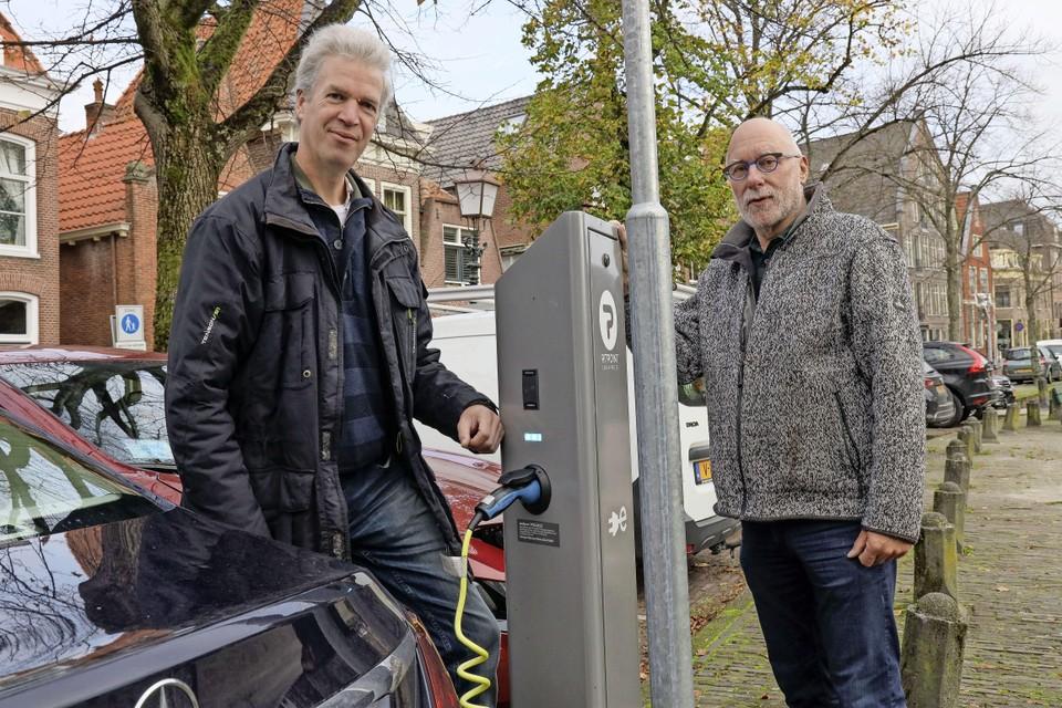 René van Ophem (links) en Alex Bezemer van Samen Slim Rijden West-Friesland.