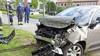 Automobilist schrikt van overstekende fietser in Santpoort-Noord, schiet door over het fietspad en komt in water terecht
