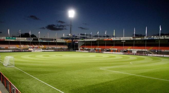 Forza Volendam: 'De supporters verdwijnen in een oranje rookgordijn'