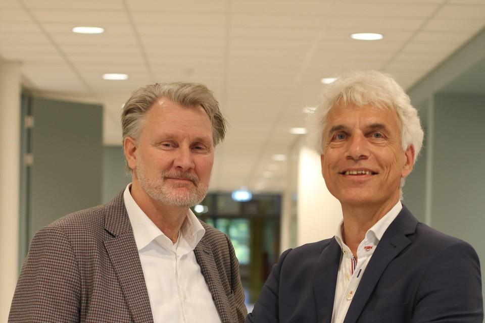 Eugène Kramer (links) van de RSG Enkhuizen en Kees van Bergeijk van het Martinuscollege in Grootebroek.