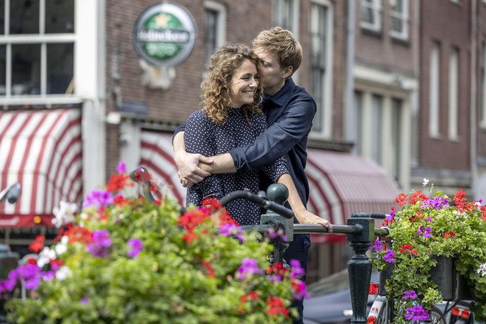 Lex Uiting verslaggever, zanger, tv- en radiopresentator en zijn vriendin Susan Oostdam durven weer naar de toekomst te kijken.