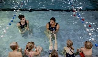 Zwemstichting blij met hervatten zwemlessen