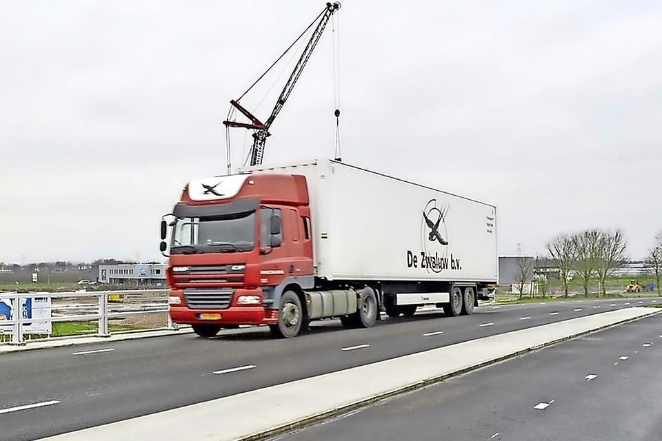 Bewoners van Noorderdracht, Boekert en Zuiderdracht in Oosterblokker merkten door het nieuwe viaduct van de Rijweg over de Westfrisiaweg direct een toename van het vrachtverkeer.