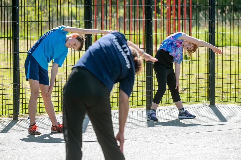 Noordkop heeft de trainingen hervat. Buiten, zonder tafeltennistafel. Speels voor de jongste jeugd en uitdagend voor de oudere talenten.