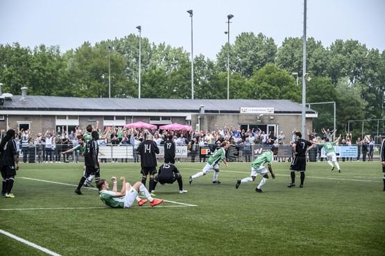Monnickendam knokt zich terug van 4-0 achter en houdt titelkansen in eigen hand