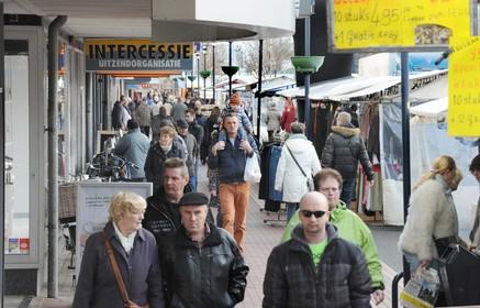 Zaterdagmarkt in Den Helder aangepast: anderhalve meter afstand en geen zelfbediening meer