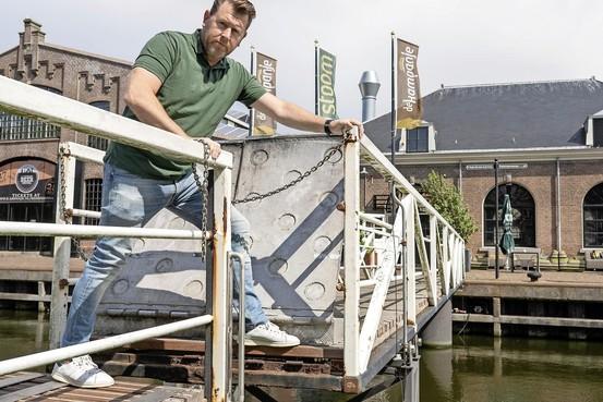 Veelgebruikte en veelbesproken loopbrug tussen Weststraat en Willemsoord in Den Helder komt vrijdag terug