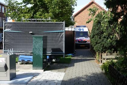 Politie doet onderzoek naar ernstig letsel van 'zeer jong kind' in galerijwoning aan Kerkstraat in Wormerveer