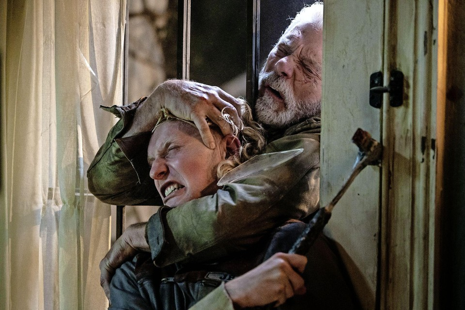 Stephen Lang (rechts) and Adam Young in 'Don't breathe 2'.