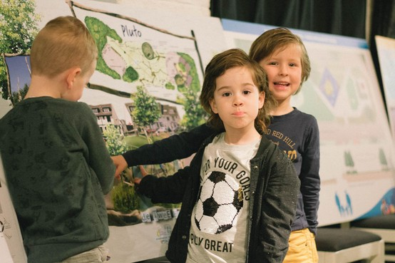 Kinderen sparren over Beleeftuin in Pluto