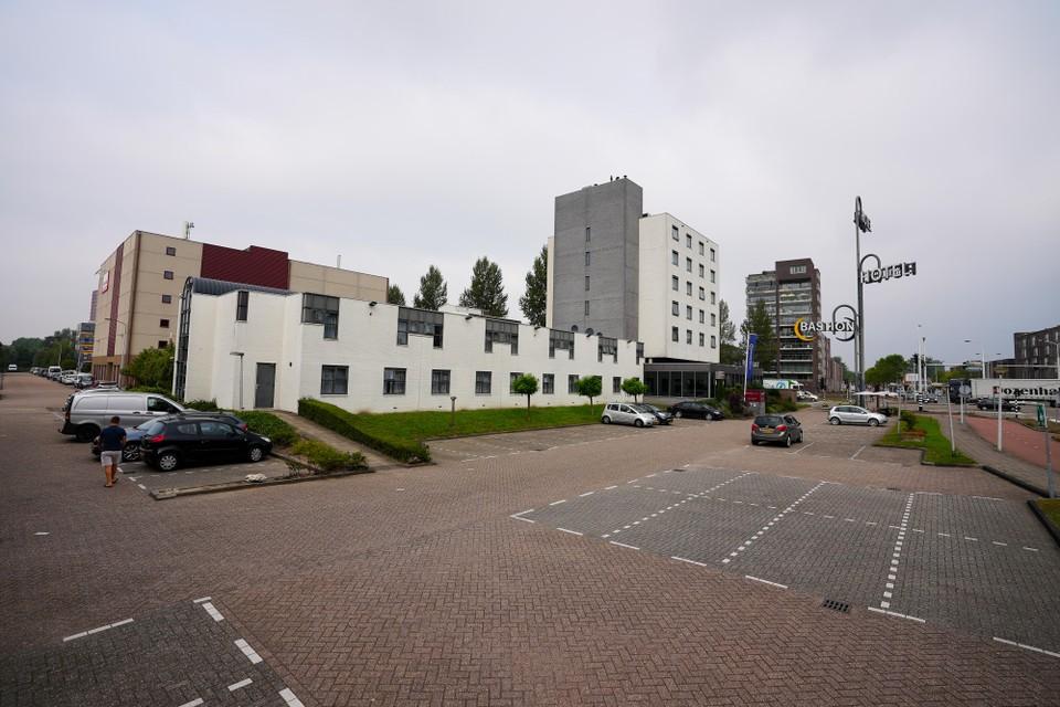 De gemeente Zaanstad heeft een basisvergunning afgegeven, maar er zijn meer vergunningen nodig om te kunnen starten.