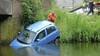 Auto te water in Zwaag, hulpdiensten kunnen retour: niemand in nood