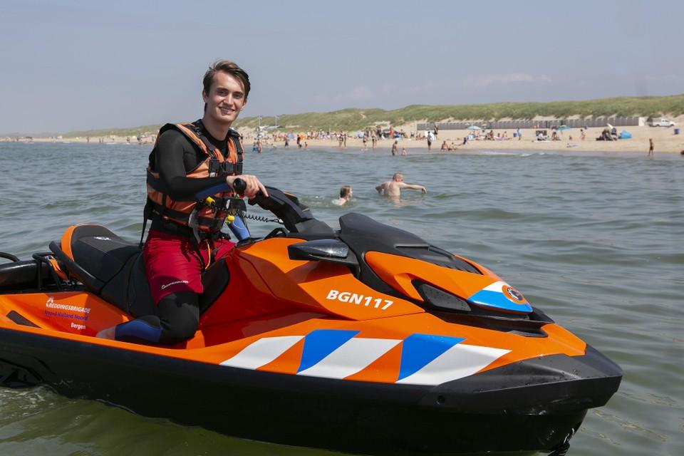 """Lance Beets: ,,Werken bij de reddingsbrigade is wel het leukste zomerbaantje dat er bestaat""""."""