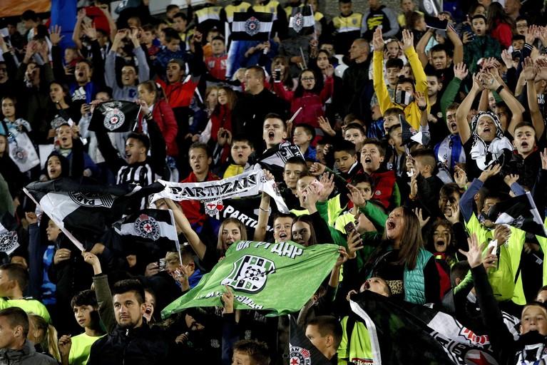 Tiental van AZ houdt stand in Europees uitduel met FK Partizan [video]