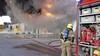 Brand verwoest bedrijfspand in Broek op Langedijk, bedrijventerrein en winkelcentrum Broekerveiling tijdelijk gesloten [video]
