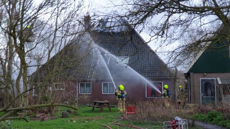 Veel schade na brand in stolpboerderij Avenhorn
