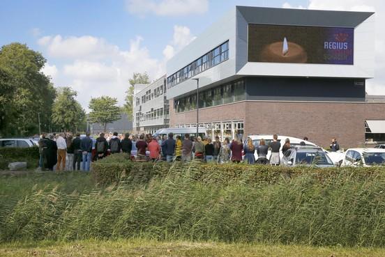 Indrukwekkende stilte bij Regius College voor afscheid Roos Spaansen