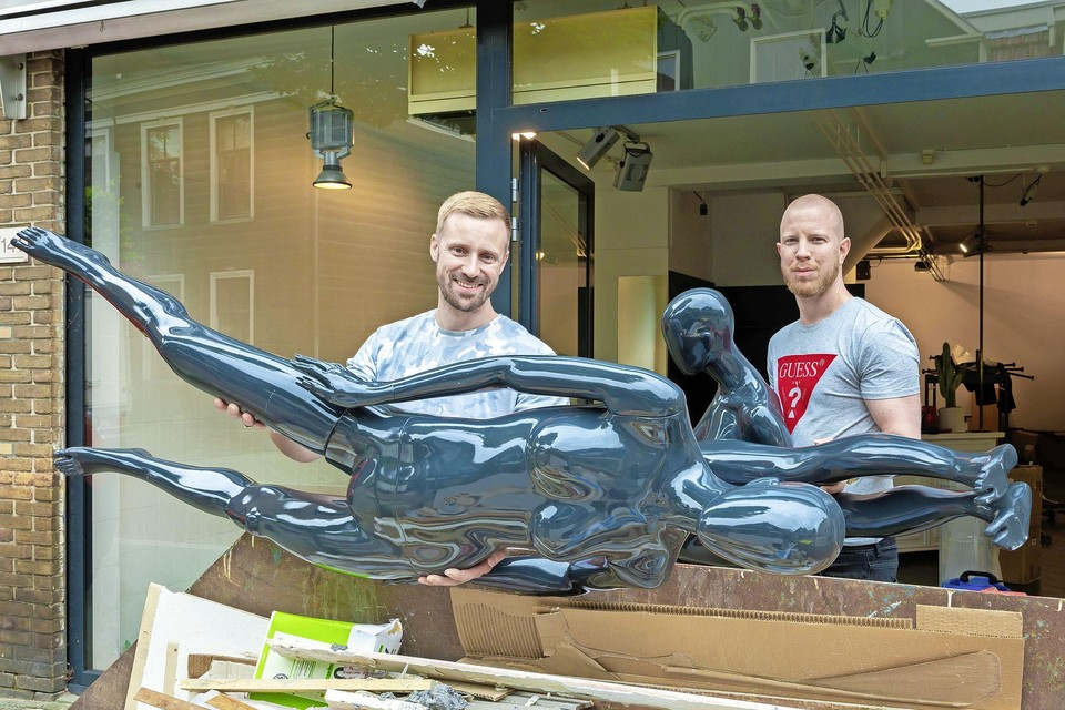 Patrick van Oostenbrugge(links) en Jeffrey Roverts zetten de mode buiten de deur en laten woonaccessoires binnen.