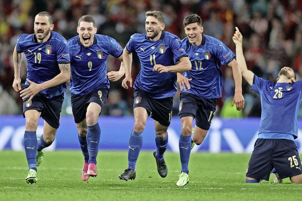 Vreugde bij de Italianen na het bereiken van de finale. ,,Hun manier van voetballen is interessant'', aldus Rob Siekmann.