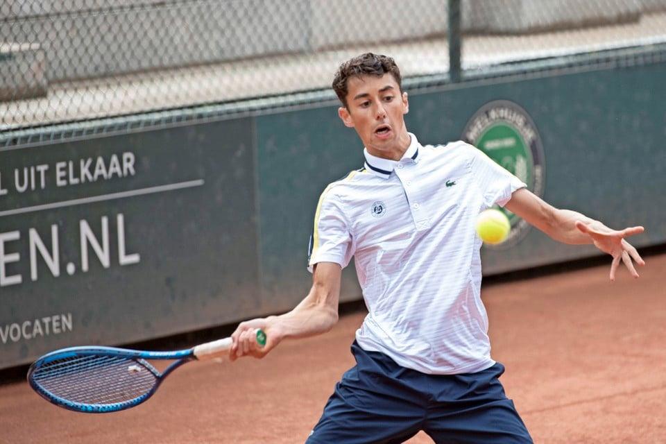 Christijan van der Lee in actie tijdens de finale van het Melkhuisje Open, tegen een kansloze Niels Veldhuisen.