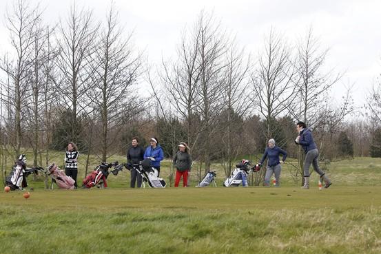 Zelfs golfbanen gaan op slot: 'Lekker buiten, vrijheid blijheid' gaat voorlopig niet op in Barsingerhorn, Dirkshorn, Julianadorp en Winkel