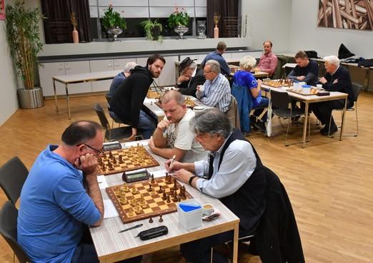 Heemskerkse schaakclub Excelsior wil het echte verval niet afwachten