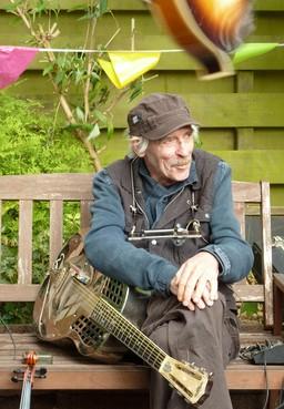 Afscheid met zijn eigen muziek van Helderse kunstenaar Sjoerd Tijken