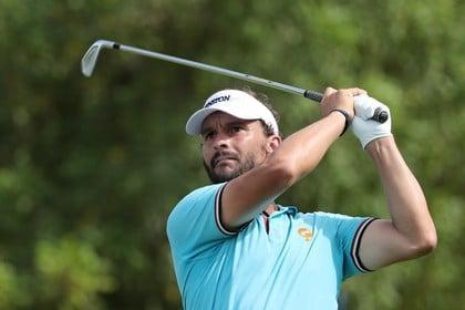 Golfer Joost Luiten raakt toeschouwer tijdens KLM Open