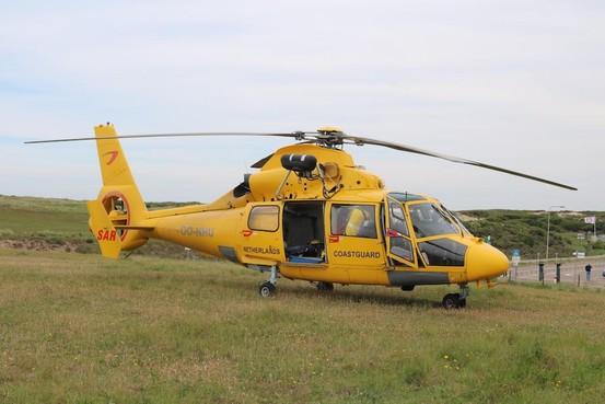 Oefening van reddingsbrigades Heemskerk, Castricum en Egmond met helikopter op strand Castricum
