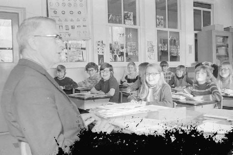 Hoofdmeester Koos Aalders, na de oorlog op de Titus Brandsma School in Middenmeer.