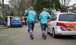'Zijn zoon kwam elke dag even kijken'. 86-jarige bewoner wordt tijdens kleine brand uit zijn huis in Alkmaar gehaald, maar reanimatie op de stoep mag niet meer baten