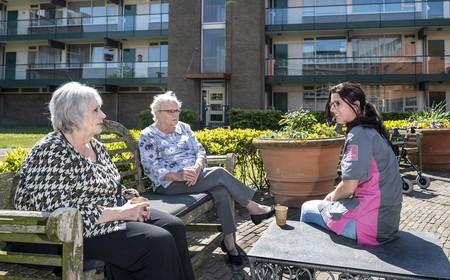 Sterren in de zorg: 'Dit is zo'n mooi beroep'   12 mei Dag van de Verpleging