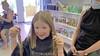 Bente (9) en Fleur (8) doneren hun vlechten én halen 1500 euro op. 'Kijk mam, m'n haar blijft best wel lang!' [video]