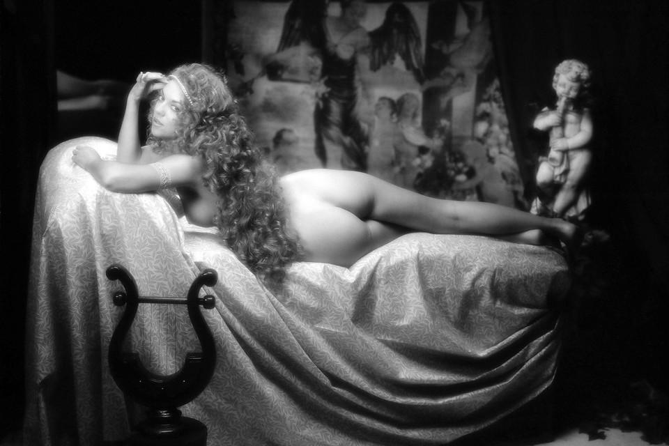 Sylvia Millecam voor Playboy in studio Amsterdam 1993
