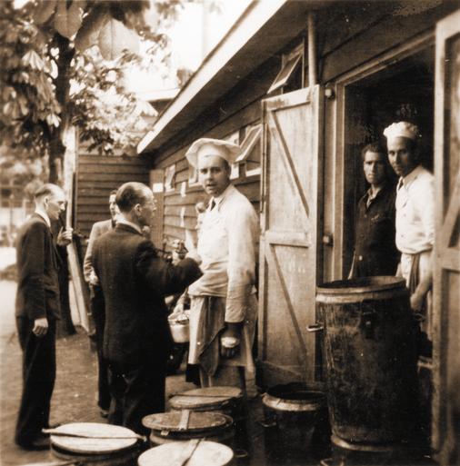 'In de Hongerwinter kregen we aardappelschillen in lauw water. Meer was er niet' [video]