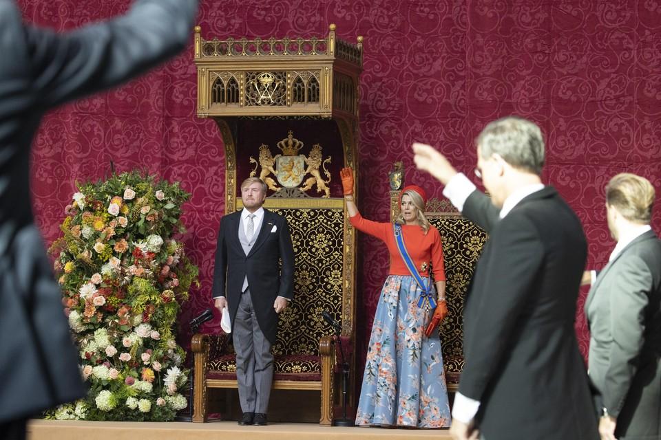 Koning Willem-Alexander en koningin Maxima op Prinsjesdag, na afloop van het voorlezen van de Troonrede in de Grote Kerk.