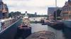 Stoomschepen en trapgevels: gerestaureerde filmbeelden tonen het Zaandam van 1921 in kleur [video]