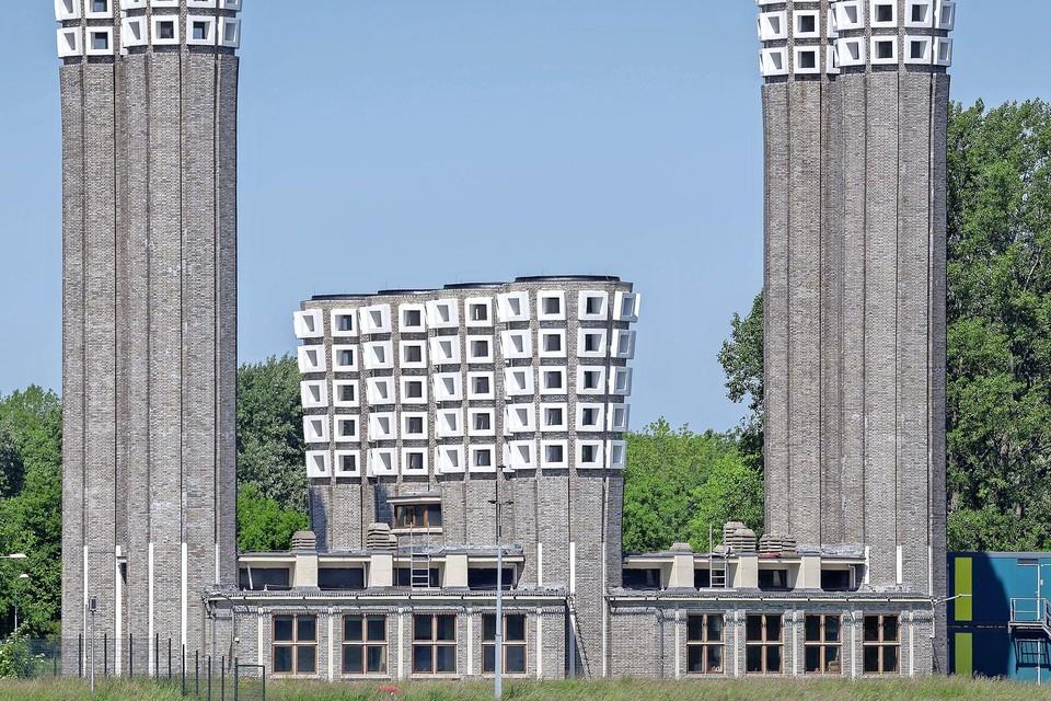 De ventilatiekokers van de Velsertunnel.