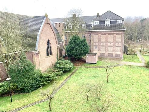 Late bomenexcursie zorgt voor wrevel, maar monumentale bomen bij Missiehuis in Driehuis moeten blijven staan