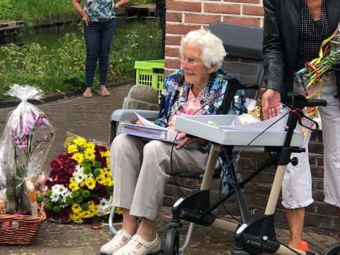Bekende Enkhuizense Lies Berkheij tikt de honderd aan: 'Lang leven was niet altijd gelukkig, maar wel erg rijk'