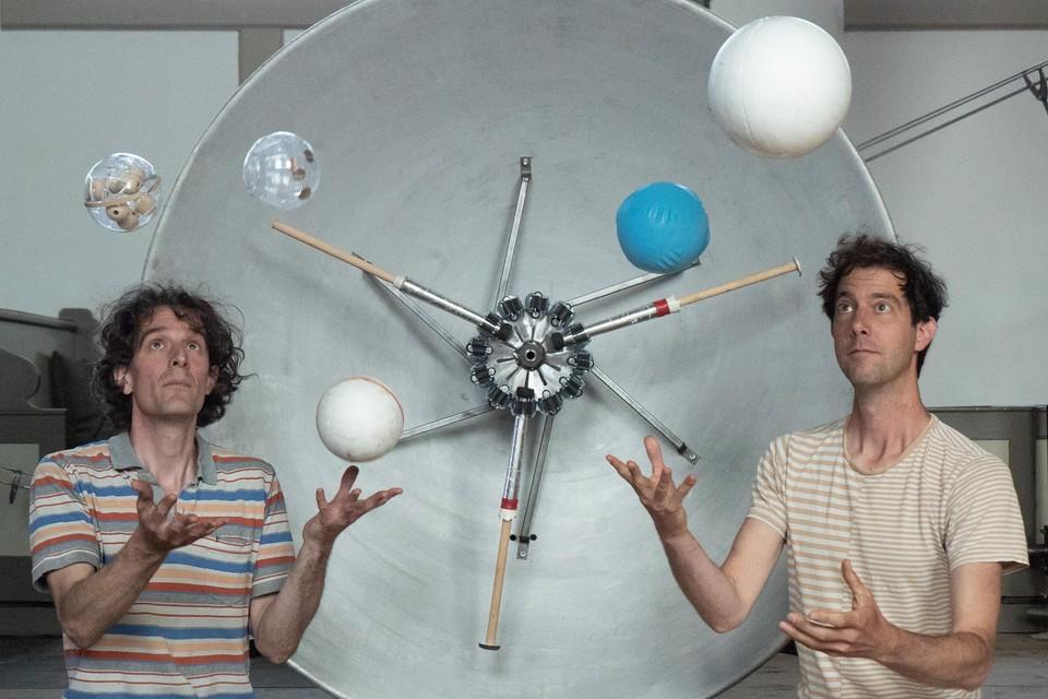 Arthur Wagenaar (links) en Guido van Hout vinden 'een heel nieuw genre' uit.