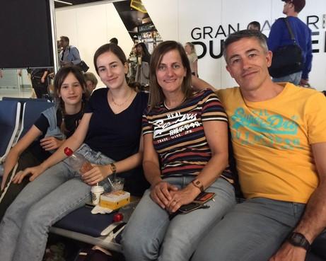 Alkmaars gezin 28 uur vast in vertrekhal Gran Canaria zonder uitzicht op een hotel of een vlucht