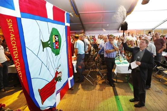 Het Groot Gaesbeker Gilde in Soest feest met een nieuw vaandel