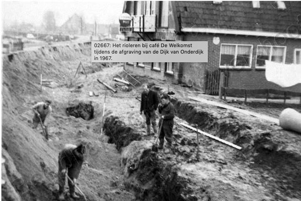 De afgraving van de Onderdijk in 1969: toen was het ook te onveilig voor kinderen om met Sint Maarten langs de deuren te gaan.