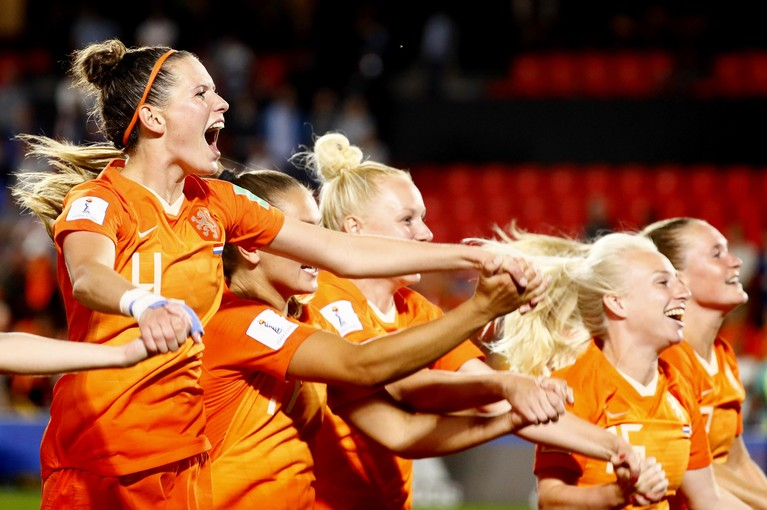 Lieke Martens leidt Oranje naar kwartfinales WK [video]
