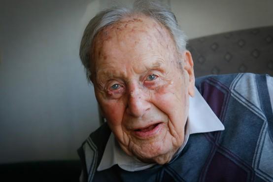 Piet Knijn (100) wil nog midden in 't leven staan: 'Iedere zondag een zoete inval'