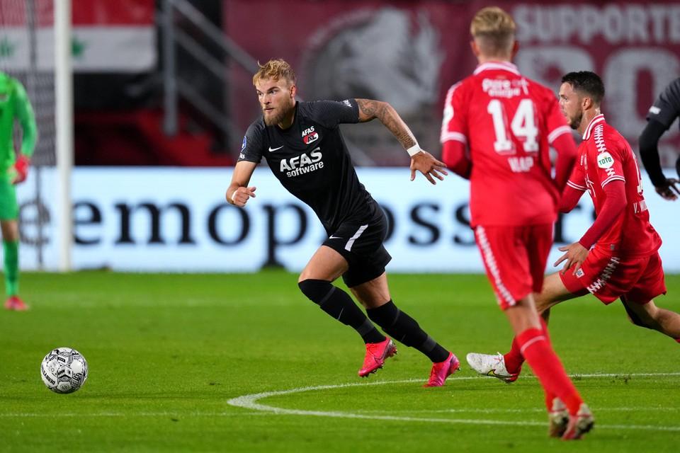 Timo Letschert in actie tegen FC Twente, donderdagavond.