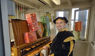 Geen sinterklaasintocht voor de kinderen van Hilversum, maar wel een Beiaard Piet; 'We horen de muziek aan de andere kant van het dorp'
