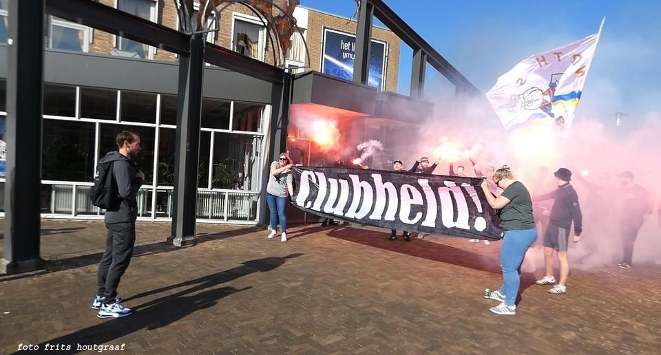 Supporters nemen afscheid van Frank Korpershoek
